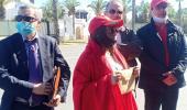 فيصل أومرزوك رئيس جمعية تاج يردد أمام سفارة الجزائر بالرباط ملكنا ووحدتنا خط أحمر