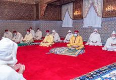 أمير المؤمنين يؤدي صلاة عيد الفطر المبارك