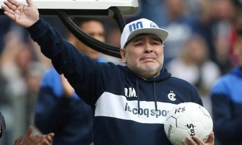وفاة أسطورة كرة القدم الأرجنتينية دييغو مارادونا عن عمر 60 سنة