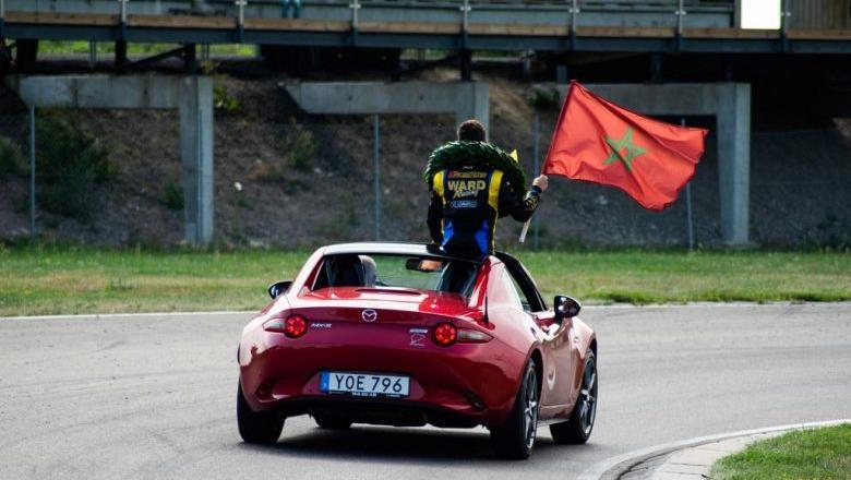 مغربي يشارك في بطولة إسبانيا لسباق السيارات في فئة فورمولا 4