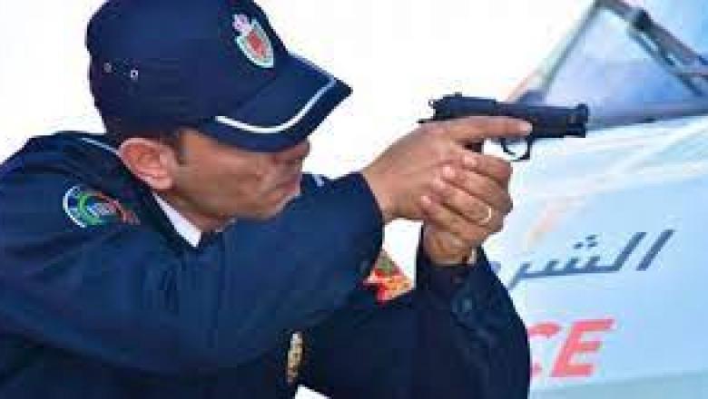 سلا.. مفتش شرطة يضطر لاستعمال سلاحه الوظيفي لتوقيف شخص عرض أمن المواطنين وسلامة عناصر الشرطة للتهديد